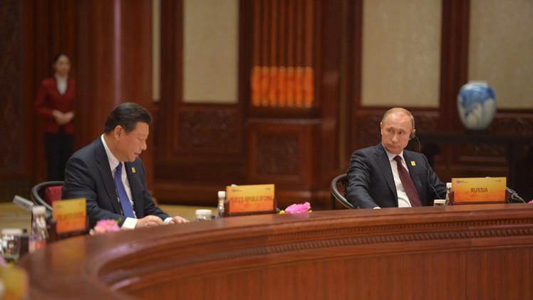 بوتين يؤكد استعداد روسيا لتطوير العلاقات التجارية والاقتصادية مع الدول الأخرى