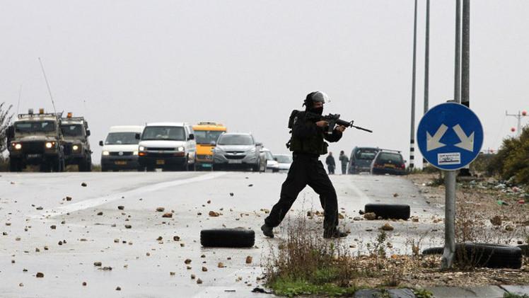 الجيش الإسرائيلي يقتل شابا فلسطينيا قرب الخليل