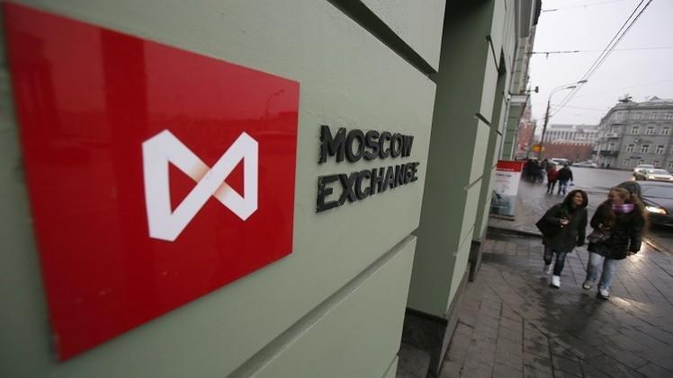 المؤشرات الروسية تتباين على خلفية تراجع أسعار النفط والروبل اليوم