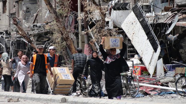 مراسلنا: دخول 12 قافلة مساعدات إنسانية من أصل 23 إلى حي الوعر بحمص