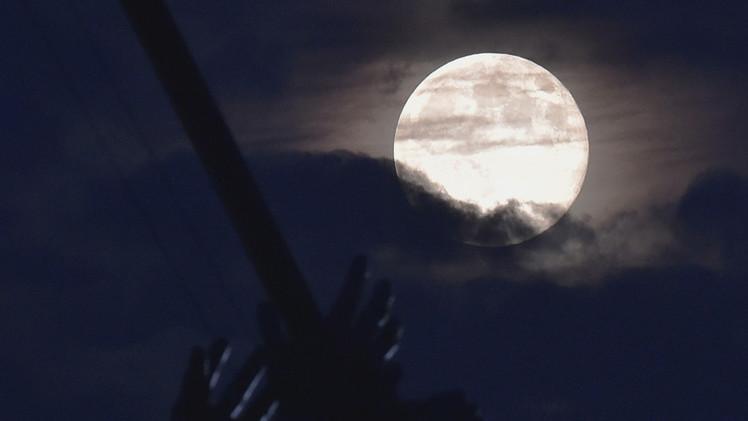 ظاهرة القمر العملاق عام 2015