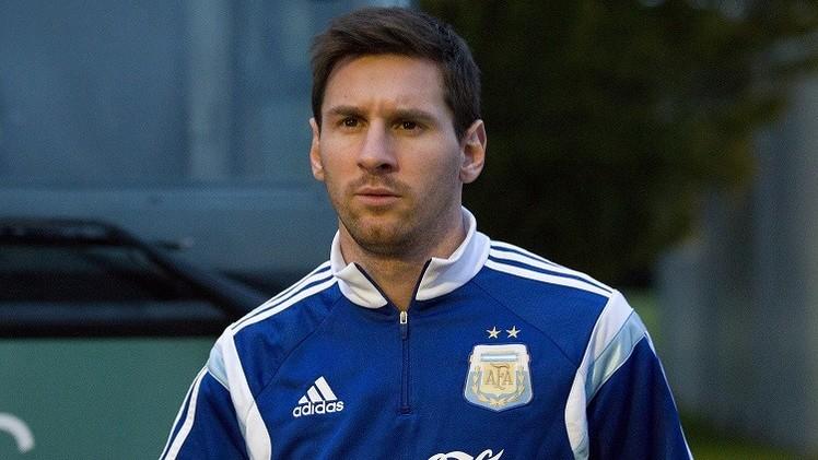 ميسي يلعب في مركز الجناح الأيمن أو كمهاجم رابع مع الأرجنتين