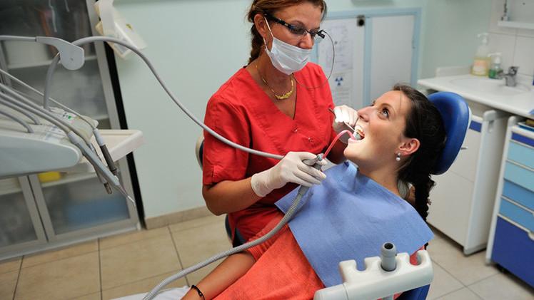 بريطانيا... يحتمل ان يكون طبيب أسنان سببافي اصابة 22 ألفا من مراجعيه بأمراض من بينها الأيدز