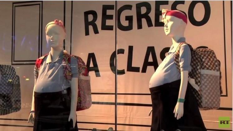 بالفيديو.. أزياء مدرسية للطالبات الحوامل