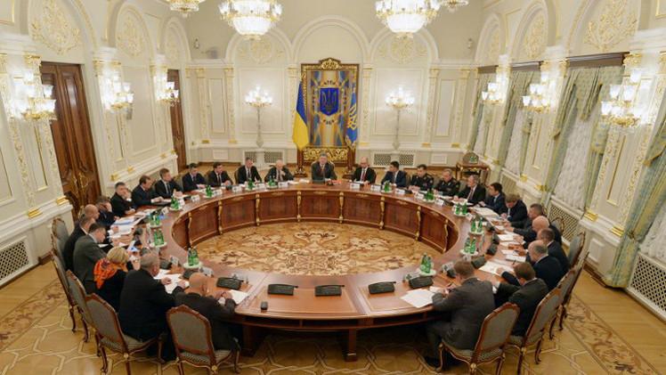 الرئيس الأوكراني: حل الأزمة يجب أن يكون سلميا فقط