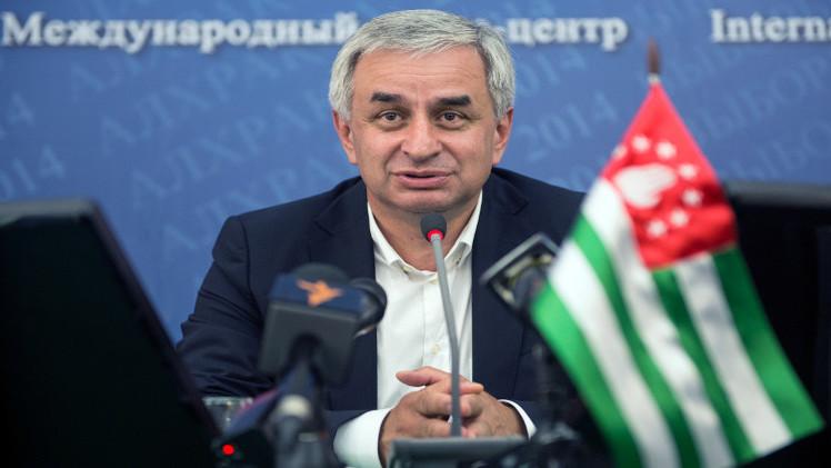 رئيس أبخازيا يطالب بمعاقبة المتورطين في الهجوم على رئيس الوزراء