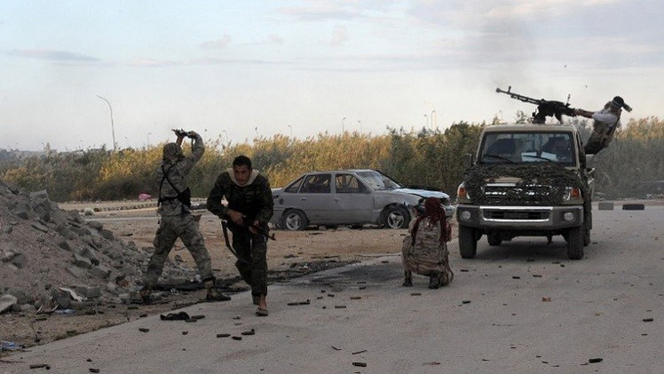 اشتباكات وقصف جوي في بنغازي