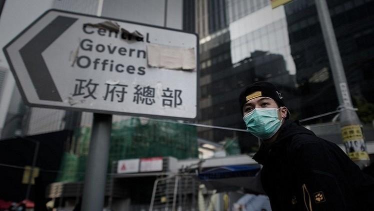 محتجون يقتحمون برلمان هونغ كونغ