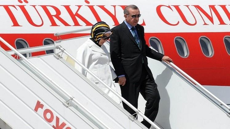 أردوغان يصل الجزائر في أول زيارة خارجية كرئيس