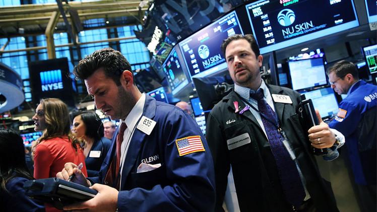 المؤشرات الأمريكية تنخفض قبل نشر محضر اجتماع الفيدرالي الأمريكي