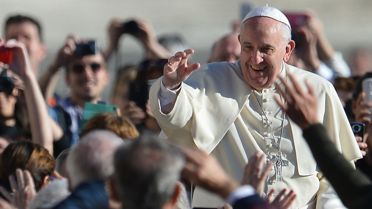 البابا يبيع الهدايا التي قدمت له لصالح الفقراء