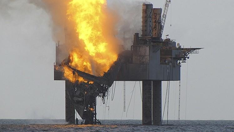 قتيل وجرحى بانفجار منصة نفطية في خليج المكسيك