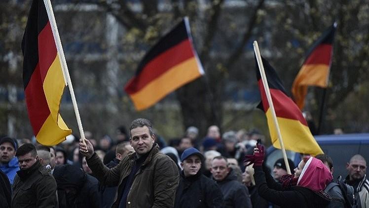 مظاهرة ضد الأجانب وأخرى مناوئة