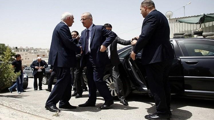 القوات الإسرائيلية تتذرع بالسرعة الزائدة وتعترض موكب الحمدالله