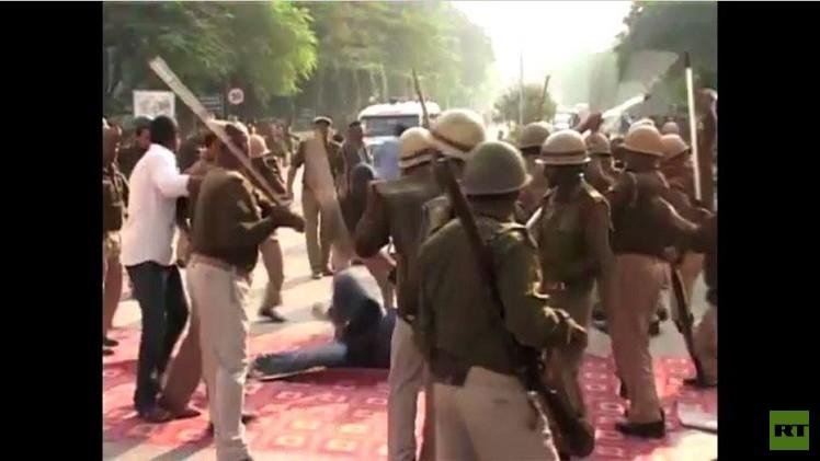 اشتباكات في مدينة الطلبة بجامعة باناراس الهندية (فيديو)