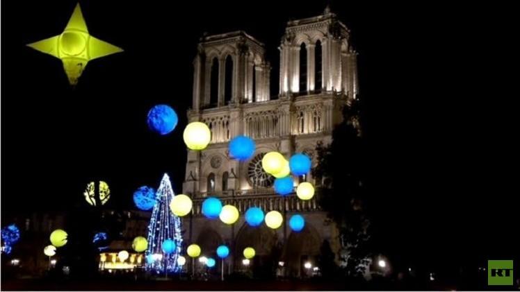 موسكو تمنح باريس شجرة عيد الميلاد (فيديو)