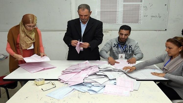 السبسي والمرزوقي يتصدران السباق الرئاسي بتونس
