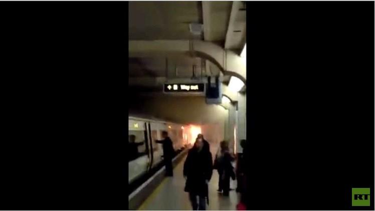 بالفيديو.. حريق في مترو لندن