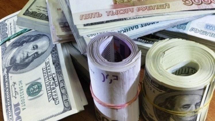 الروبل يتقدم أمام الدولار واليورو في بداية تعاملات الأسبوع
