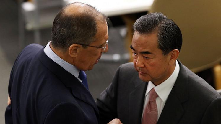 لافروف يبحث مع نظيره الصيني آفاق المفاوضات النووية مع إيران
