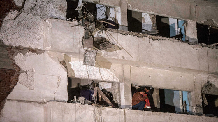 عيوب هندسية تتسبب بمصرع 17 شخصا في انهيار مبنى بالقاهرة