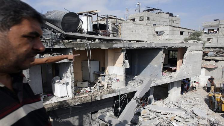 إسرائيل تسمح بإدخال كمية من الإسمنت إلى غزة