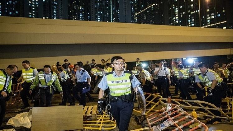 إزالة مخيم للمحتجين وإيقاف 80 شخصا في هونغ كونغ