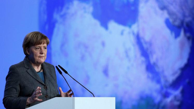 ميركل تؤكد الحفاظ على العقوبات ضد روسيا