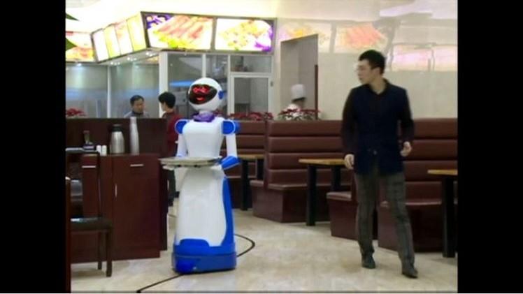 بالفيديو.. مطعم في الصين يستخدم الروبوتات للخدمة