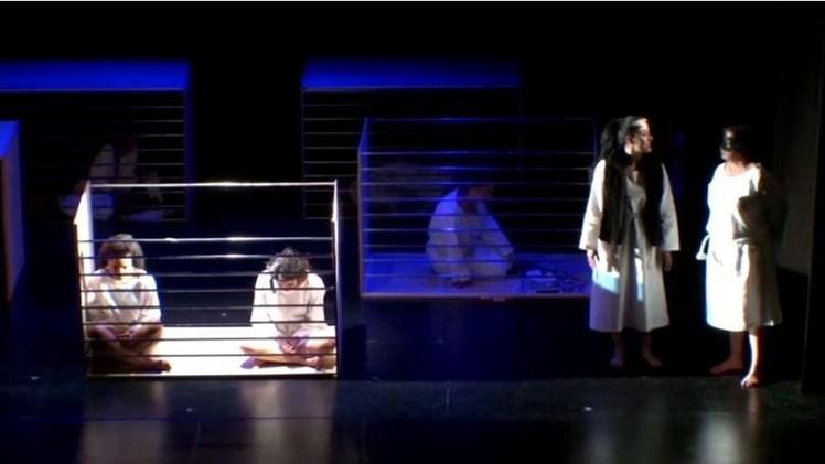 عرض للمساجين خلال مهرجان مسرح السجناء في بوغوتا (فيديو)