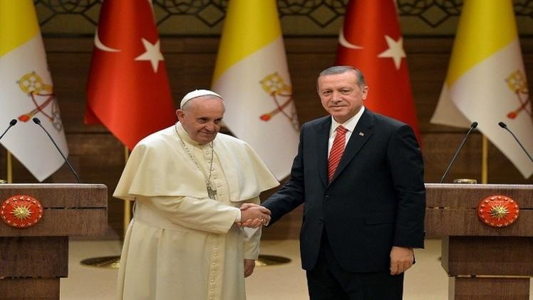 البابا فرنسيس يدعو إلى الحوار للقضاء على الإرهاب