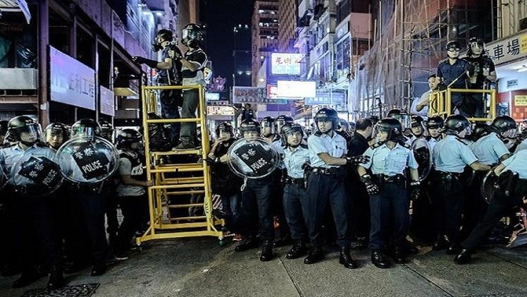 كر وفر بين المتظاهرين والشرطة في هونغ كونغ