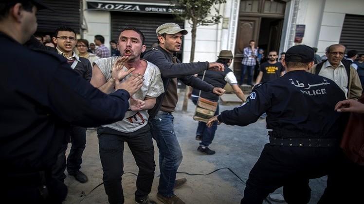 الجزائر: قتيلان وعشرات الجرحى في اشتباكات الأمن مع محتجين