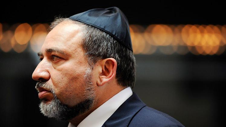 ليبرمان يشجع فلسطينيي الداخل بحوافز اقتصادية على النزوح في إطار خطة سلام