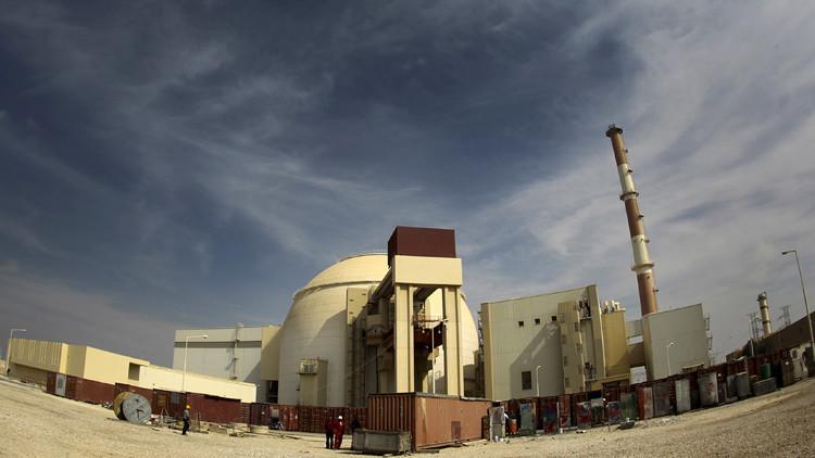 روسيا وإيران توقعان عقدا لبناء مفاعلات نووية جديدة