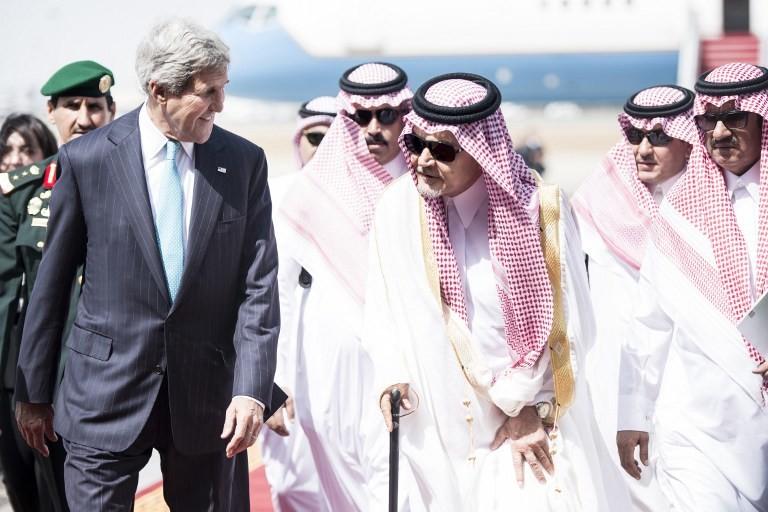 مسؤول أمريكي: كيري وظريف يناقشان تمديد المفاوضات النووية