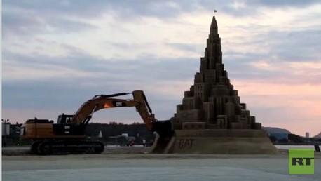 ربما تكون هذه هي أطول قلعة رمال في العالم