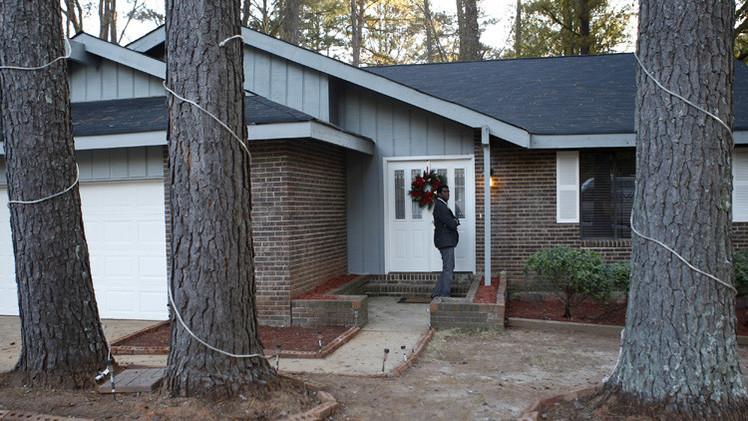 أمريكي يُخفي ابنه خلف قاطع سري  بمنزله 4 سنوات
