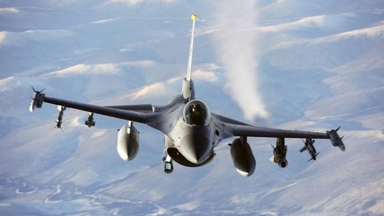 مقتل طيار أمريكي في تحطم طائرته العسكرية