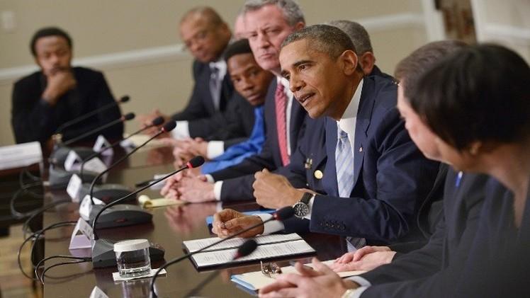 تعزيزا للأمن.. أوباما يعد بتجهيز بدلات الشرطة بكاميرات مراقبة
