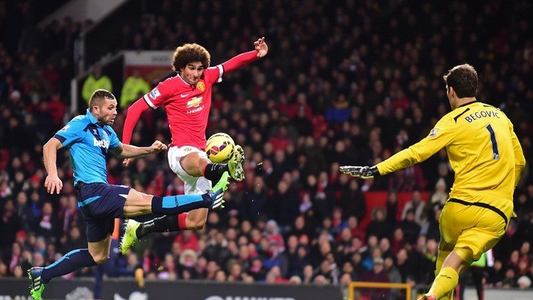 مانشستر يونايتد يفلت من التعادل على أرضه في الدوري الإنكليزي