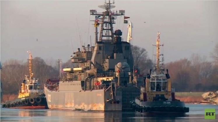 سفينة الإنزال البحري تعود إلى مينائها الأصلي (فيديو)