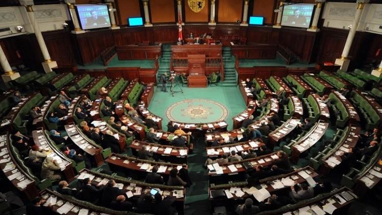 تونسي يتسلل للبرلمان ويؤدي اليمين عوضا عن نائب