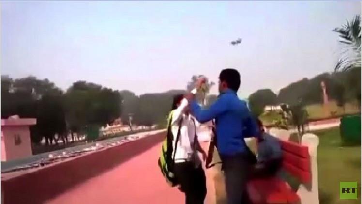 بالفيديو.. للمرة الثانية الشابتان الهنديتان تعتديان بالضرب على متحرش في حديقة عامة