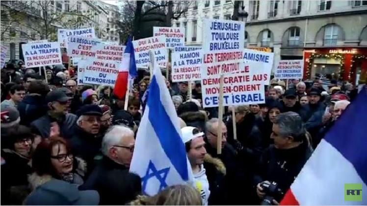 أنصار إسرائيل يتظاهرون في باريس ضد الاعتراف الفرنسي بالدولة الفلسطينية (فيديو)
