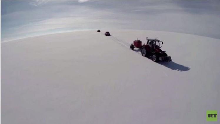 مغامرة هولندية تقطع 5 آلاف كلم على جرّار حول القارة القطبية الجنوبية (فيديو)
