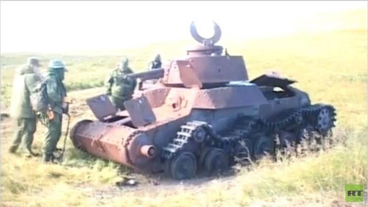 بالفيديو..عسكريون ينتشلون رفات محاربين سوفييت مفقودين