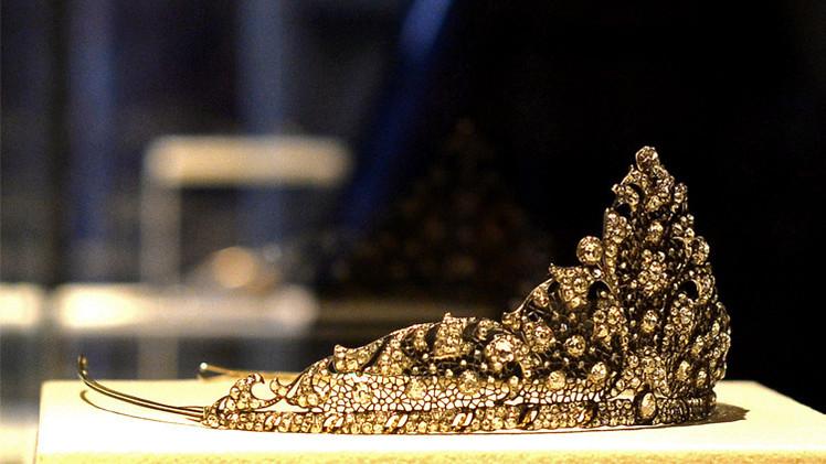 بالصور.. مجوهرات لا تقدر بثمن في معرض بفلورنسا