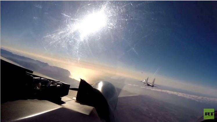 مقاتلتان روسيتان تنفذان تحليقا اختباريا في أجواء القرم (فيديو)