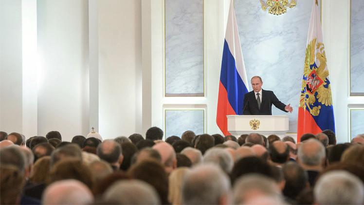 بوتين: علينا النهوض باقتصادنا والخروج من مصيدة النمو الاقتصادي شبه المعدوم
